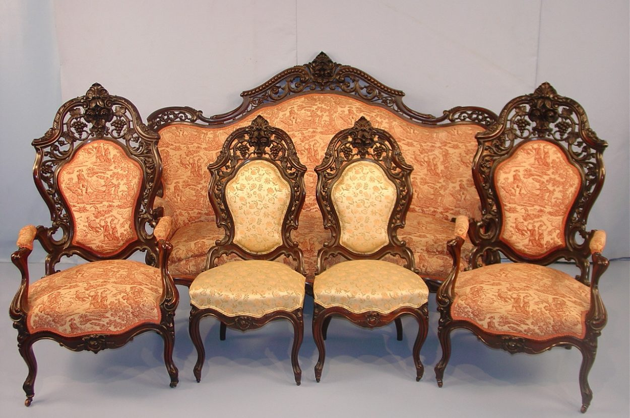 Are you an Antique Lover? 7 Places to get your Online Antique Furniture
