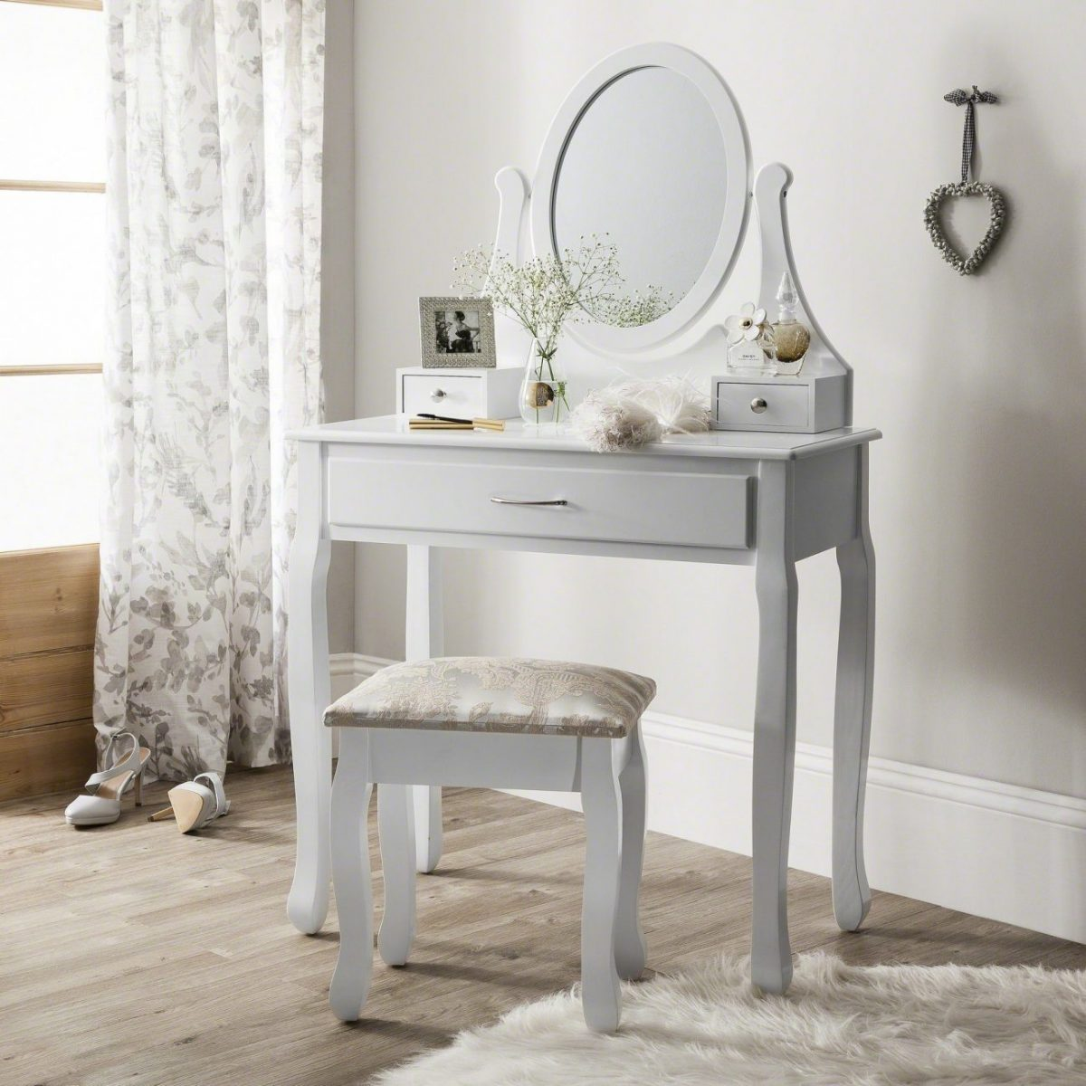 Pocket Friendly Dressing Tables for Single Girls