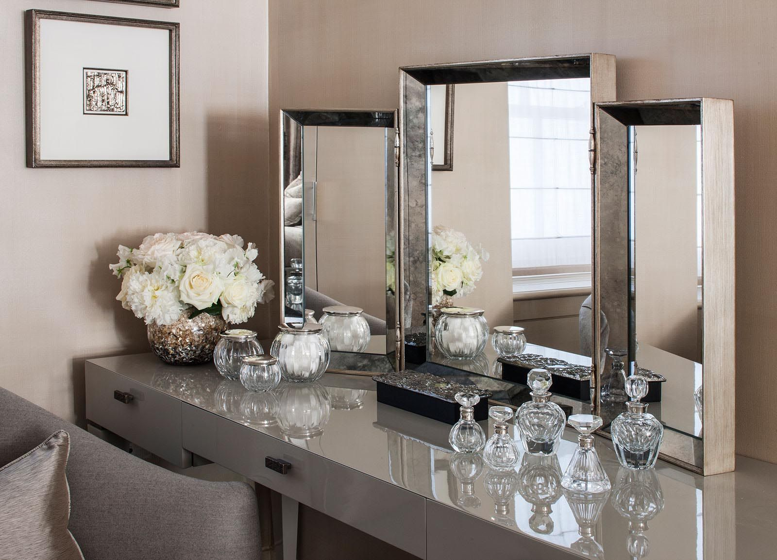 7 dressing tables under 10000 to make you feel like dressing forever